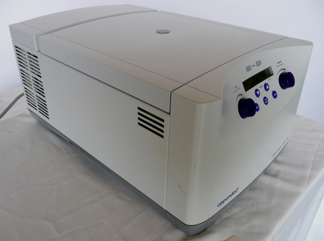Eppendorf 5702RH Refrigerated/Heated Benchtop Centrifuge, Cat #022626313